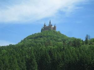 Burg Hohenzollern: Schon von weitem zu sehen / Foto: Burgerbe.de