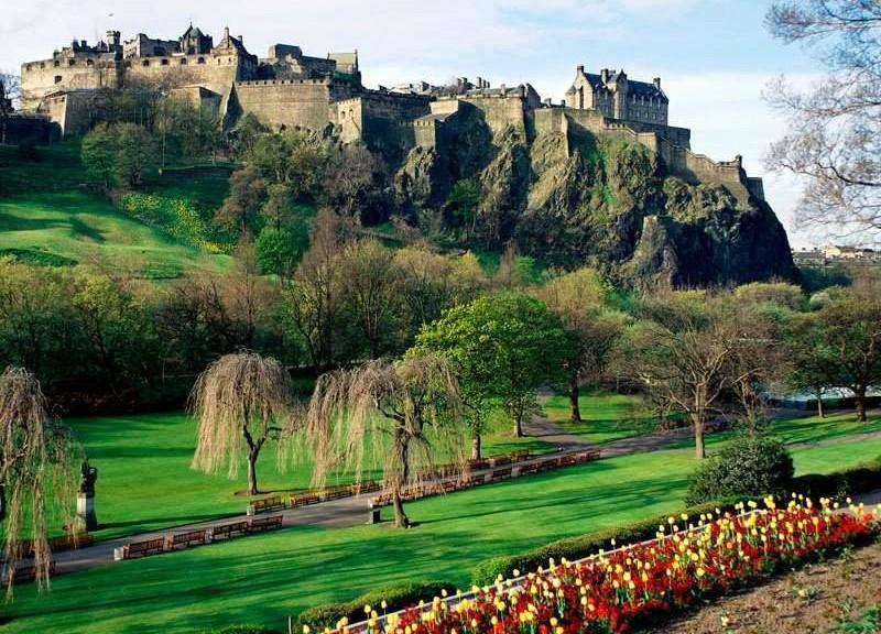 Unter Edinburgh Castle soll es spuken / Foto: Wikipedia / Ricardo Ricote Rodrí… / CC-BY-SA 3.0