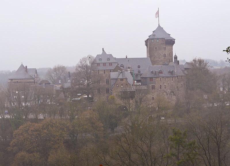 Schloss_Burg_an_der_Wupper_Fernansicht_2