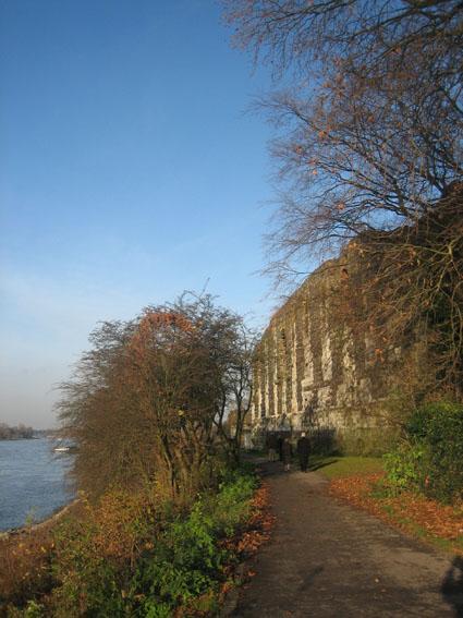 Die Kaiserpfalz Kaiserswerth am Rhein im Norden von Düsseldorf