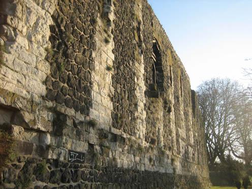 Mauern der einstigen Kaiserpfalz Kaiserswerth
