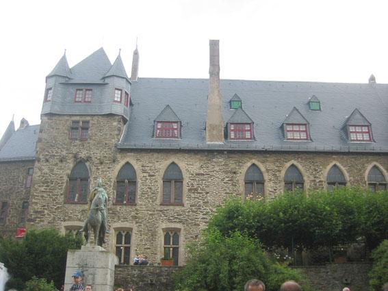 Schloss Burg / Foto: Burgerbe.de / Foto oben: Ökologix / CC-BY-SA 3.0