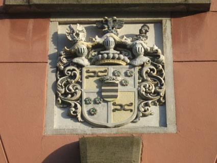 Wappen über dem Tor von Schloss Kalkum
