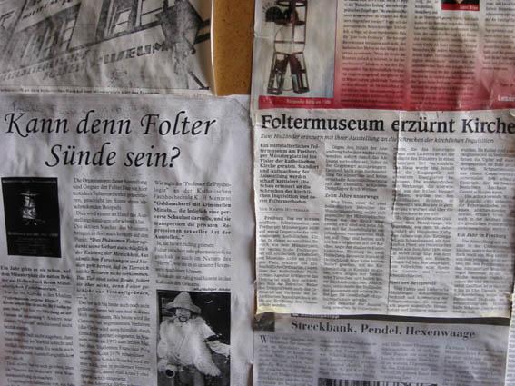 Medienberichte über den Kampf der Kirche gegen das Foltermuseum. Fotos: Burgerbe.de