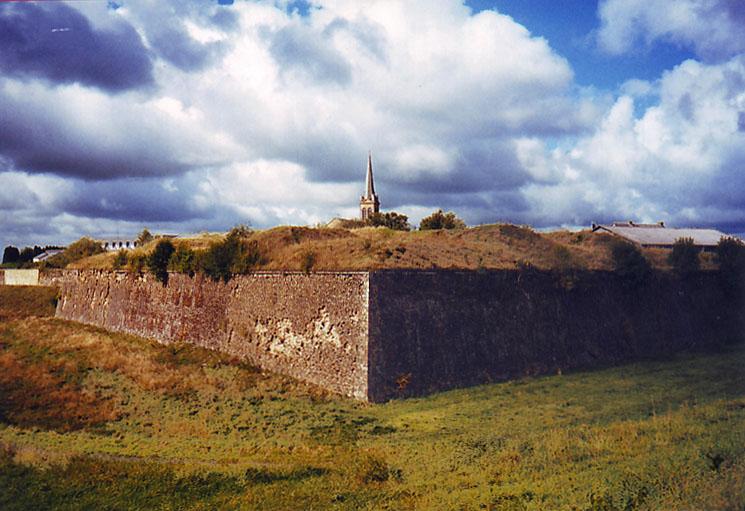 Mauern der Festung Rocroi / Foto: Burgerbe.de