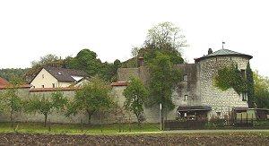 Mauer und Rundturm von Burg Dollnstein wurden neu errichtet (Foto: Bernhard Eder)