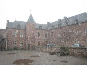 Der Burghof ist auch bei schlechtem Wetter ansehnlich...