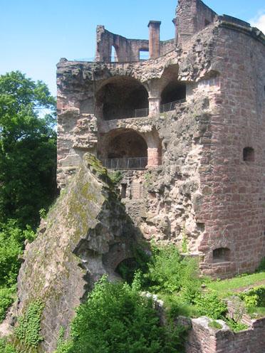 Heidelberger Schloss: Der gesprengte Krautturm, auch Pulverturm genannt.