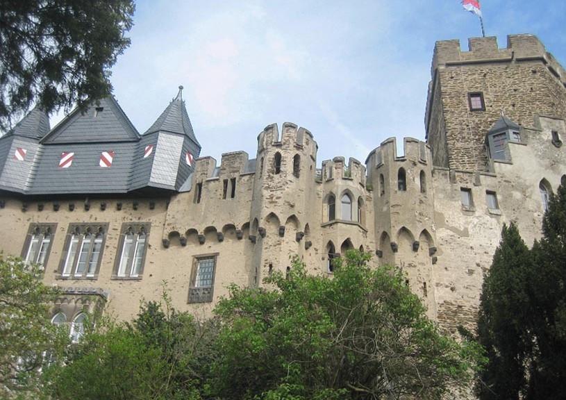 Burg Lahneck am Rhein / Foto: Burgerbe
