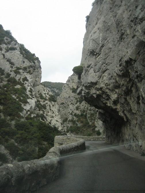 """""""Straße"""" mit Gegenverkehr bei Gorges de Galamus"""