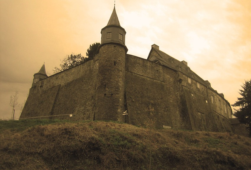 Schloss Hohenlimburg, gesehen durch ein paar Photoshop-Filter