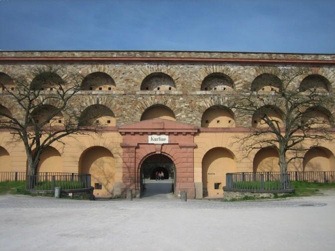 Kurtine (Verbindungsbauwerk) auf der Festung Ehrenbreitstein / Foto: Burgerbe.de
