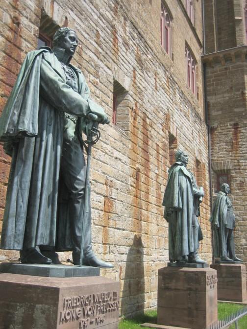 Die Familie feiert sich: Statuen der Hohenzollern-Ahnherren