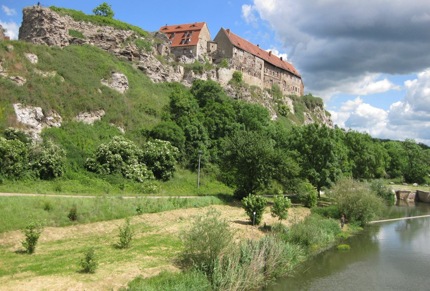Prima Fotomotiv: Die Ruine von Burg Wendelstein thront auf einem Felsen über der Unstrut in Sachsen-Anhalt