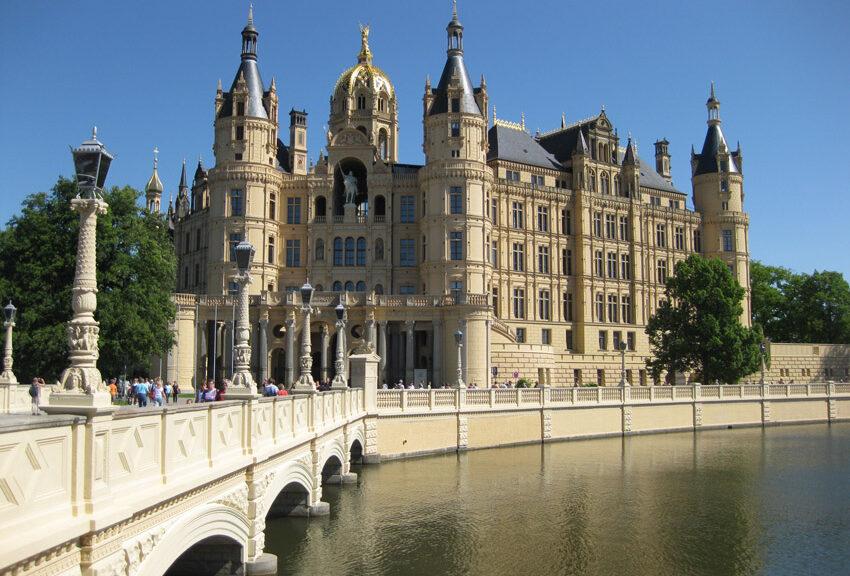 Das Schweriner Schloss mit seiner vergoldeten Kuppel