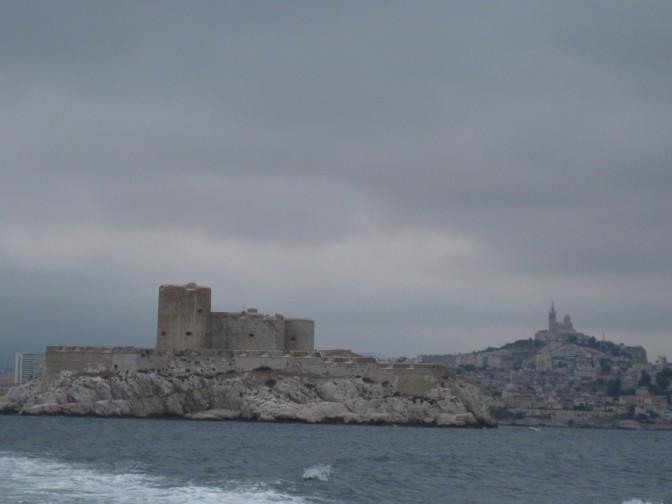 Blick auf Chateau d'If und Marseille im Hintergrund / Fotos: Burgerbe.de