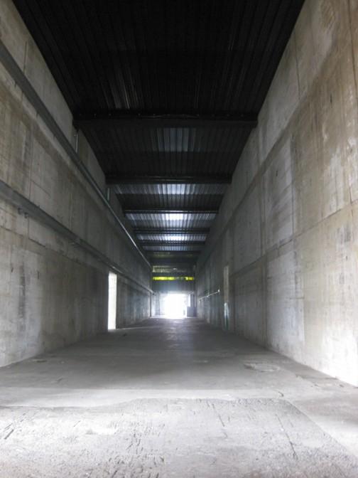 Eine Kammer des U-Boot-Bunkers, zu sehen ist der Überwasserbereich. Das Boot lag weiter hinten.