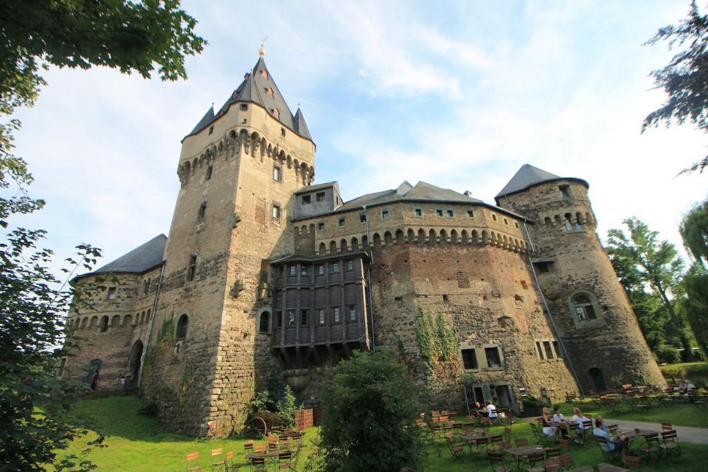 Schloss Huelchrath im Sommer...