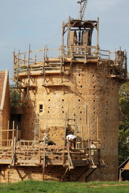 Der Donjon (Bergfried) im Bau