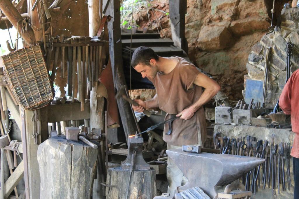 Auch Metall wird auf der Guedelin-Baustelle verarbeitet.