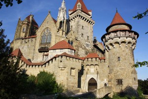 Auch die niederösterreichische Burg Kreuzenstein wird per Podcast vorstellt. Foto: Wikipedia/© Bwag/Commons