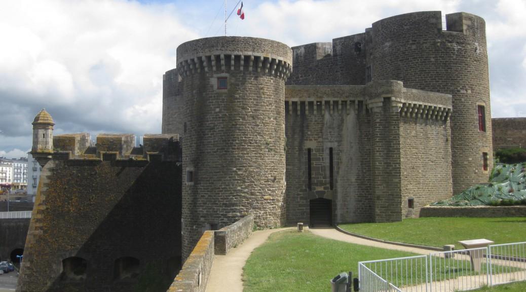 Chateau de Brest wird heute immer noch von der französischen Marine genutzt.