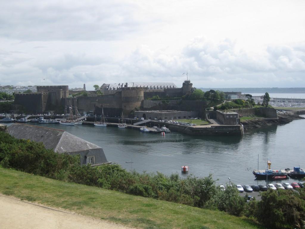 Die Festung kontrolliert Reede und Flussmündung