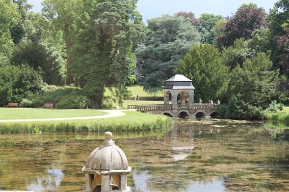 Blick aus dem Trauzimmer auf den Schlossgarten