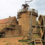 Deutsche Welle: Reportage über Burgenbau in Guédelon