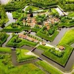Sternförmige Burgen: Festungssterne aus der Luft