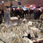 Winterliche Modellburg im Hauptbahnhof Hannover