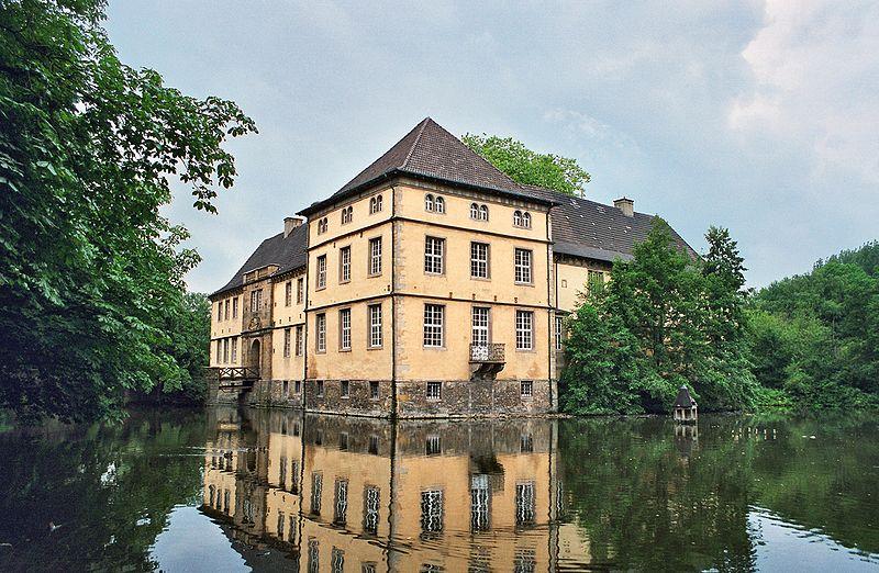 Wasserschloss Strünkede: Toilettennischen wieder sichtbar. Foto: Wikipedia/Sir Gawain