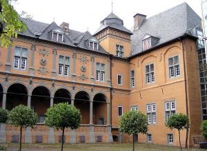 Auf Schloss Rheydt werden Reliquien gezeigt. Foto: Wikipedia/Arcturus