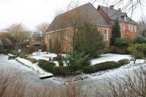 Beningsburg: Den Wassergraben gibt es heute noch.
