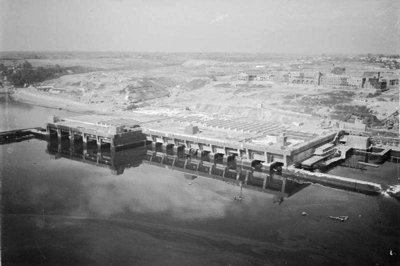 Der U-Boot-Bunker in Brest nach dem Angriff im August 1944 - fotografiert von der Royal Air Force / Wikipedia, Public Domain