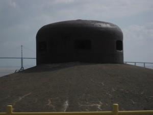 St. Nazaire: Panzerkuppel auf dem Dach des Schleusenbunkers