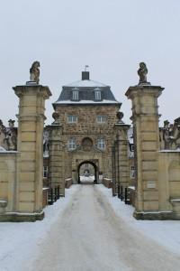 Das Portal vor der Vorburg von Schloss Lembeck