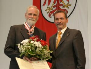 Prof. Giersberg bei der Verleihung des Brandenburger Landesorden durch Mi nisterpräsident Platzeck / Foto: Staatskanzlei Potsdam