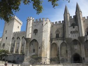 Der Papstpalast von Avignon: Deutsche TV-Teams dürfen innen nicht drehen / Foto: Burgerbe