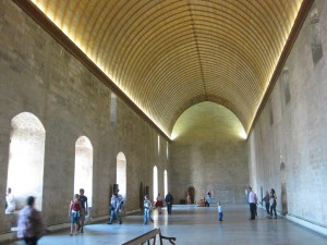 Raum satt: Festsaal der Päpste in Avignon / Foto: Burgerbe