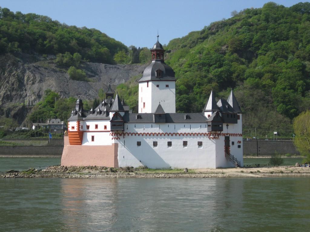 Burg Pfalzgrafenstein: Wie ein steinernes Schiff im Rhein