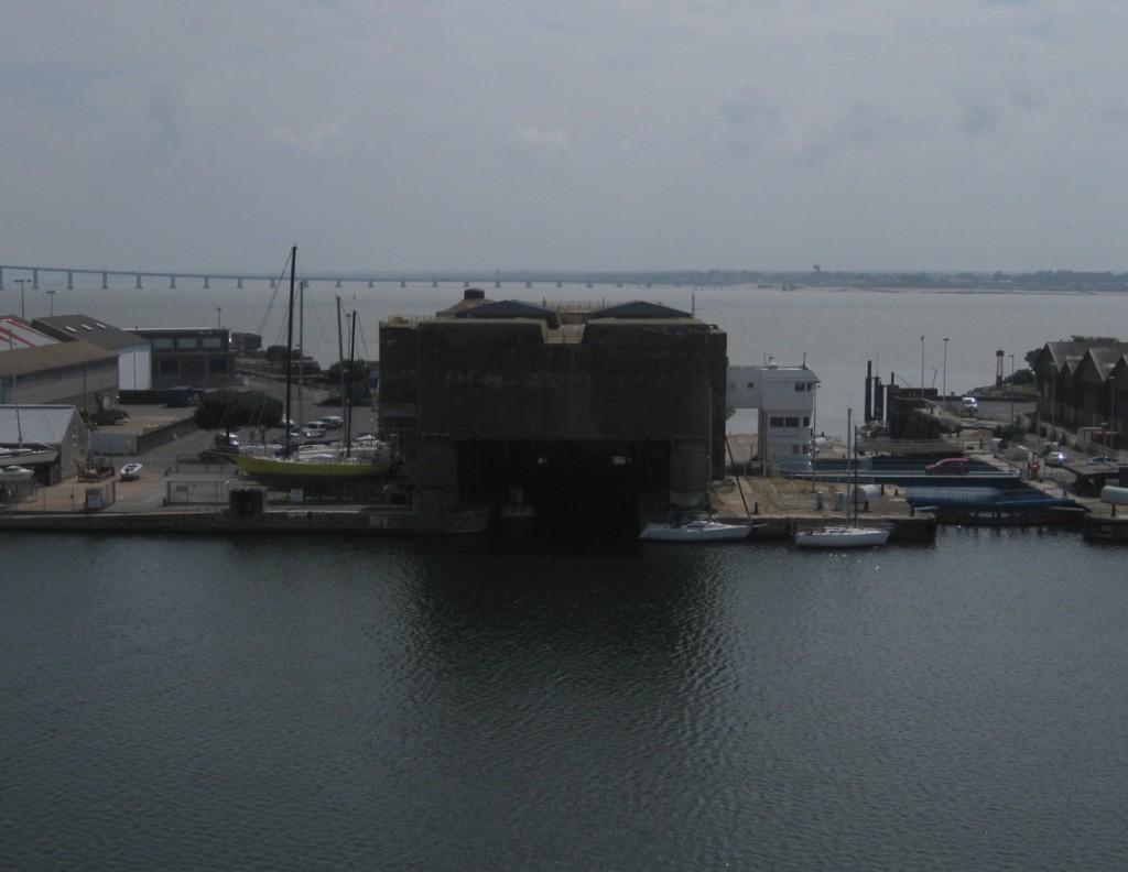 Die Hafenseite des Schleusenbunkers