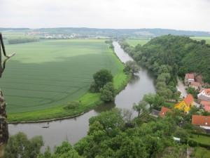 Blick vom Burgturm der Schönburg auf die bei Paddlern beliebte Saale
