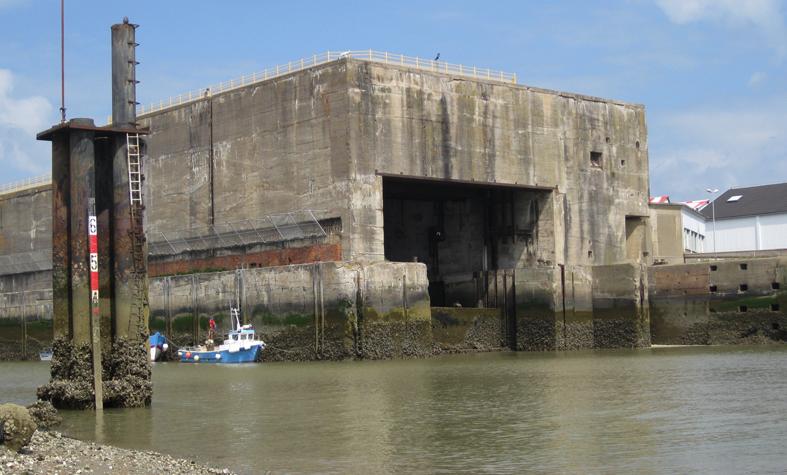 U-Boot-Basis St. Nazaire: Einfahrt in den Schleusenbunker