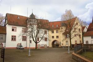 Innenhof von Schloss Nidda. Foto: Wikipedie/Sven Teschke