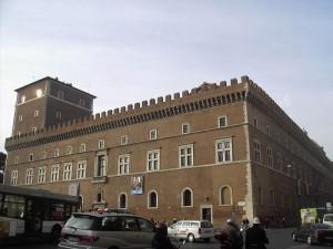 800px-Pigna_-_palazzo_Venezia_2088