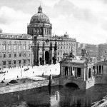 Berliner Stadtschloss: Schlossholz-Auktion bringt zehntausende Euro