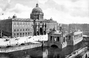 Gegründet auf Holzpfählen: Das Berliner Stadtschloss in einer Fotografie um 1900 / Foto: Wikipedia/Public Domain
