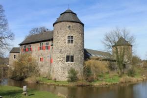 Die Wasserburg stammt aus dem 12. Jahrhundert