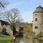 Haus zum Haus: Wehrhafte Wasserburg in Ratingen